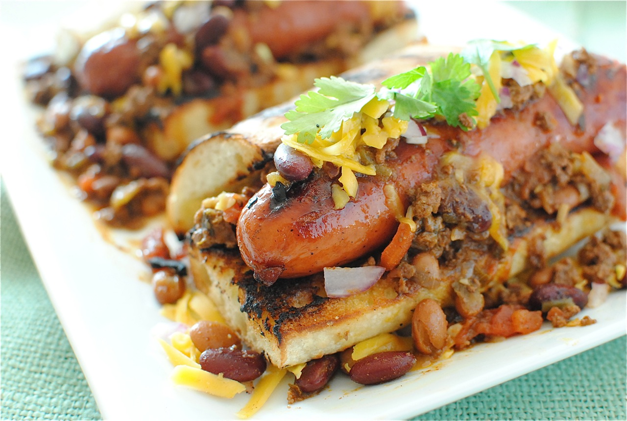 Gourmet chili dogs bev cooks - Photo de cuisine ...