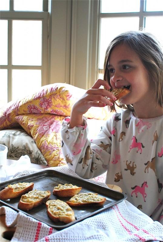 Quick Garlicky Parmesan Crostini / Bev Cooks