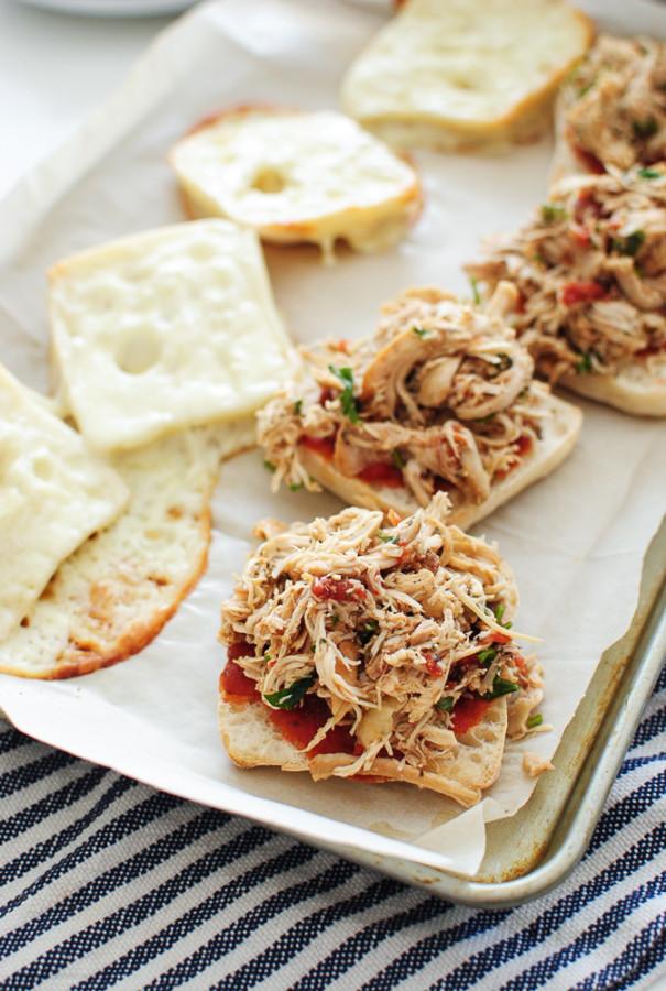 Italian Pulled Chicken Sliders / Bev Cooks