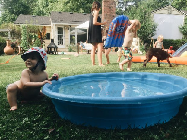 How to Host a Backyard Movie Night / Bev Cooks