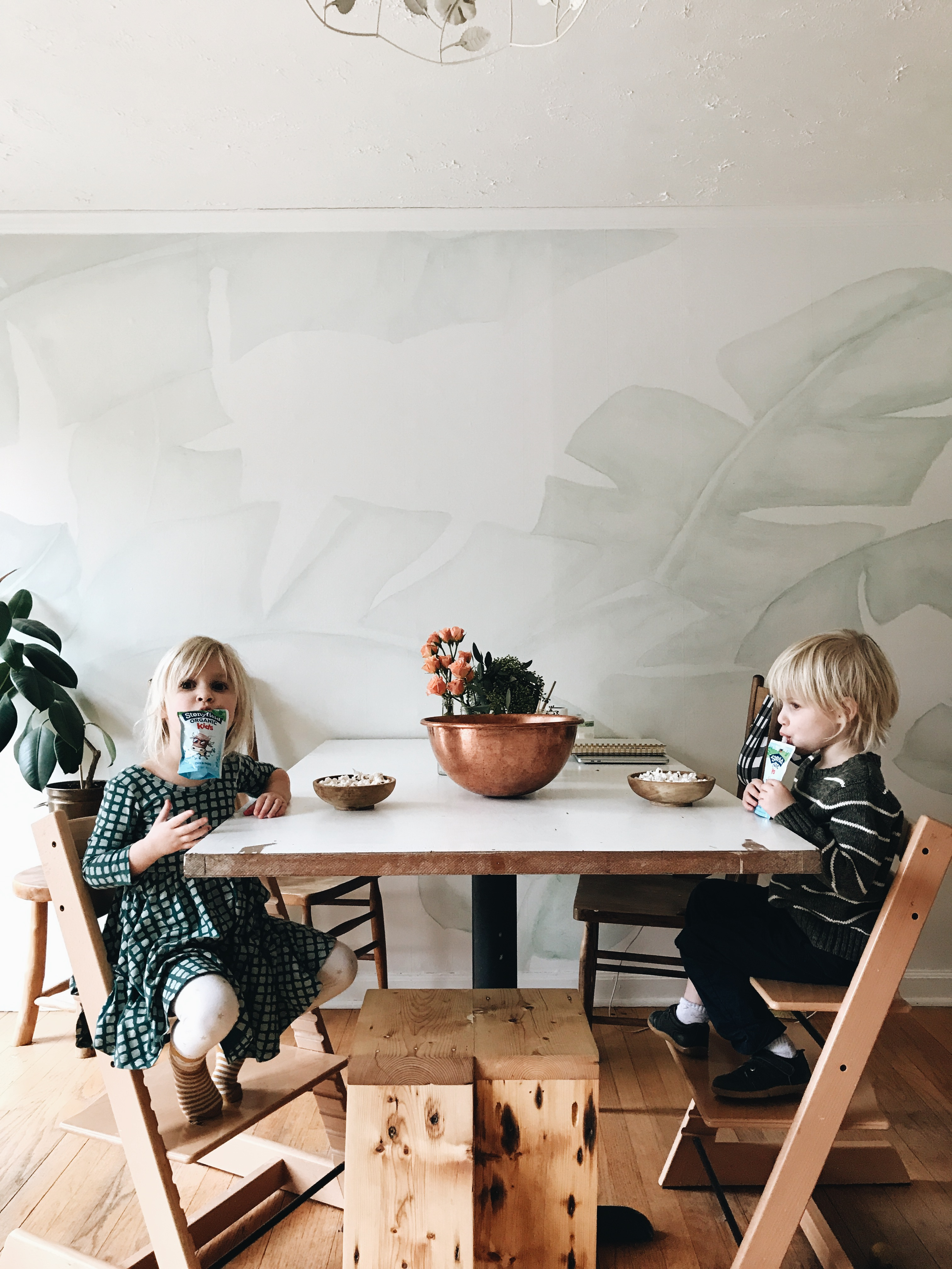 How to Survive an Indoor Toddler Craft Party / Bev Cooks