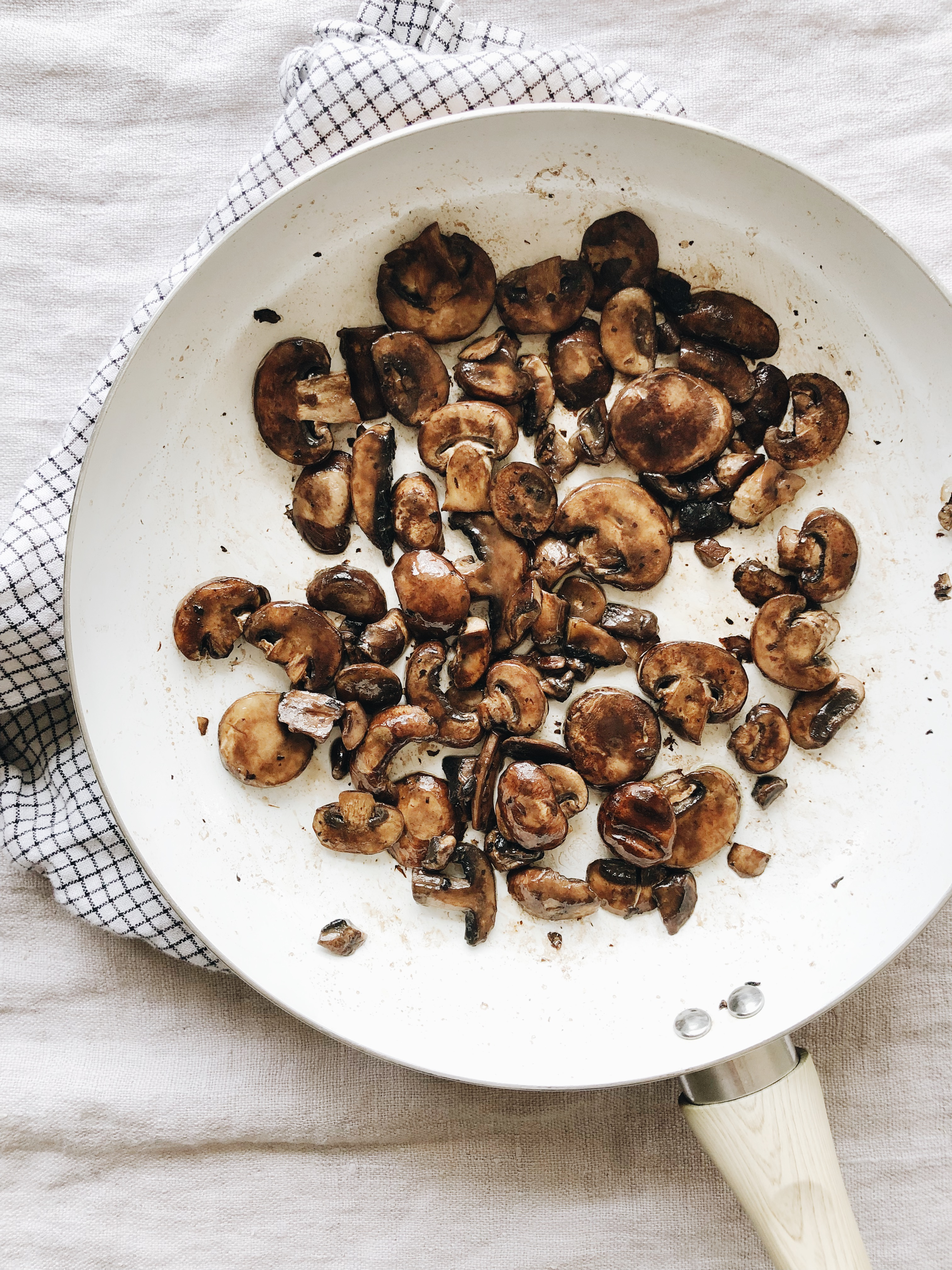 Roasted Tomato and Mushroom Pizzas / Bev Cooks