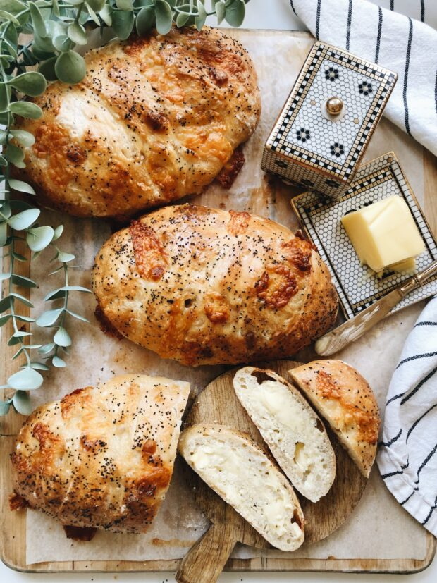 No-Knead Parmesan and Poppy Seed Crusty Bread / Bev Cooks